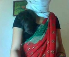 Desi betrothed slim sexy cooky removing her saree showing her sexy body clip0 7920
