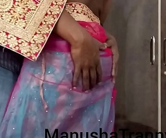 Toss my saree - Go together with girl Manusha Tranny being undressed and revealing omphalos and insides